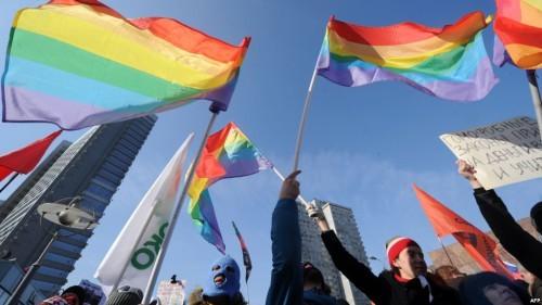Гей-пропаганда набирает обороты,  или «Наивные» политологи в поисках темы