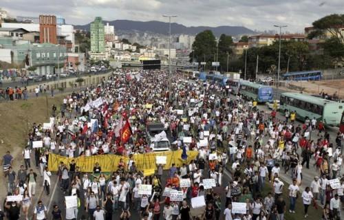 Против трат на футбольный чемпионат протестуют тысячи бразильцев
