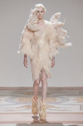 Коллекция платьев от Ирис ван Херпен и Джолана ван дер Виля 01