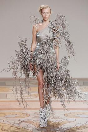 Коллекция платьев от Ирис ван Херпен и Джолана ван дер Виля 02