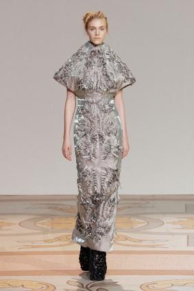 Коллекция платьев от Ирис ван Херпен и Джолана ван дер Виля 03