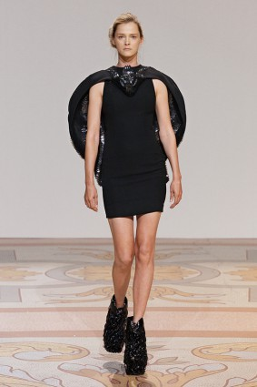 Коллекция платьев от Ирис ван Херпен и Джолана ван дер Виля 04