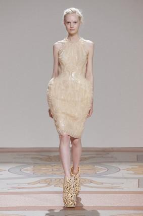 Коллекция платьев от Ирис ван Херпен и Джолана ван дер Виля 06
