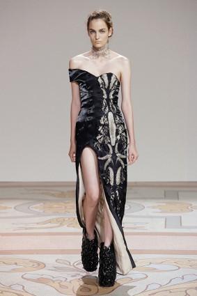 Коллекция платьев от Ирис ван Херпен и Джолана ван дер Виля 08