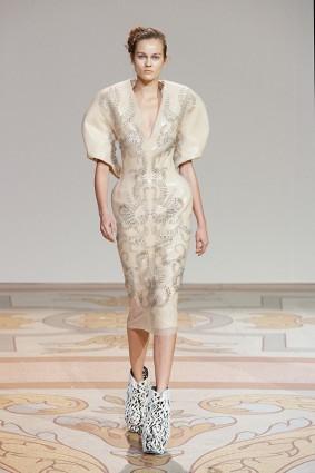 Коллекция платьев от Ирис ван Херпен и Джолана ван дер Виля 09