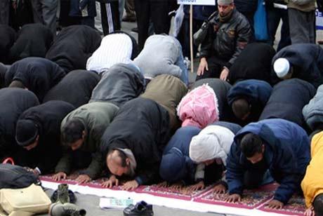 Разборные мусульманские молельни в парках Москвы