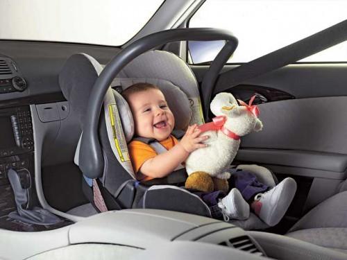 Штраф за перевозку детей без автомобильного кресла возрастет в шесть раз