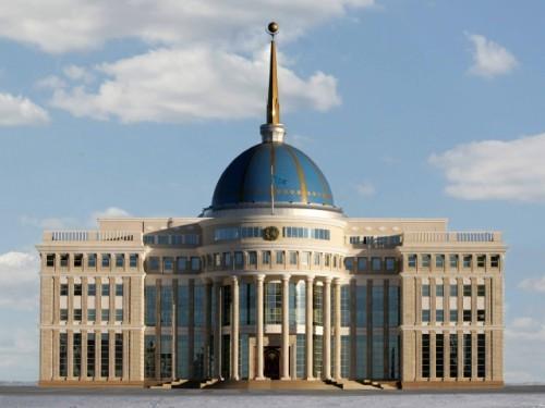 В Казахстане госслужащих заставят пройти курсы по переподготовке