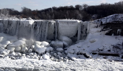 Теперь уж точно невозможное возможно: в США замёрз Ниагарский водопад
