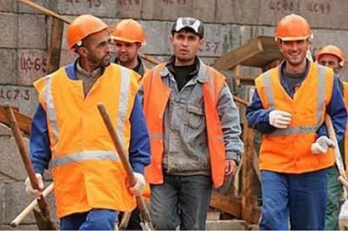 Заработки мигрантов в России увеличиваются