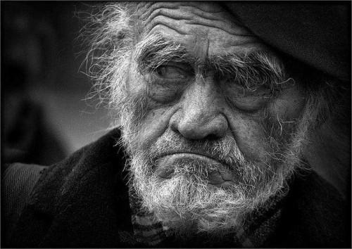 Мужчинам после семидесяти становится труднее жить