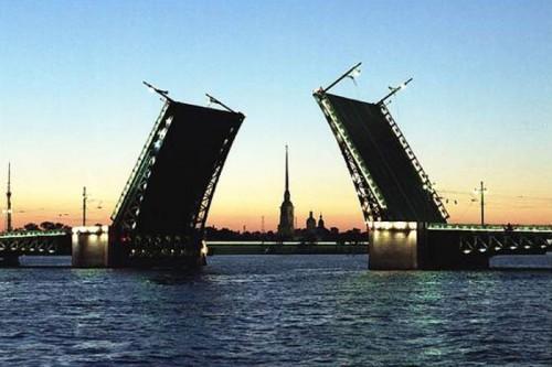 В Санкт-Петербурге полным ходом идут работы по проверке технического состояния главных символов города – разводных мостов
