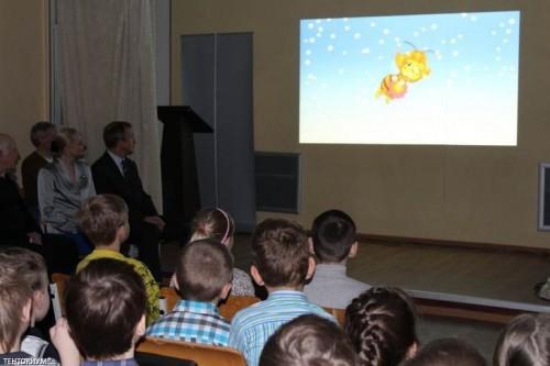 Премьера образовательного мультфильма Пчелография. Земной шар на ниточке