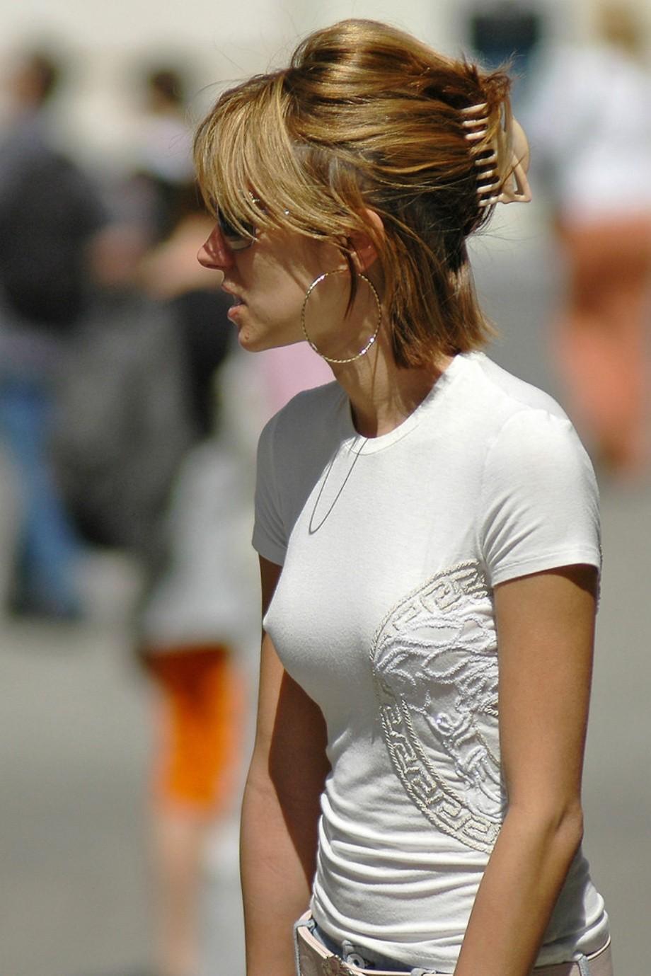 Смотреть что у женщин под одеждою 15 фотография