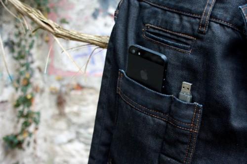 В Китае покупателям новых смартфонов компании «Apple» перешивают карманы одежды