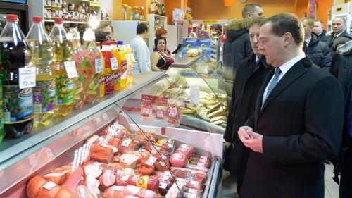 Медведев в магазине