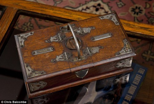 Ящик для сигар, в котором были обнаружены почтовые марки