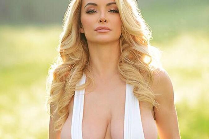 молодая девка с большой грудью: