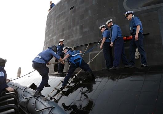 HMS-Dragon-HMS-Talent-Work-Together-in-Mediterranean.