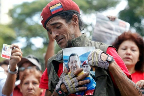 worker_with_chavez_photo