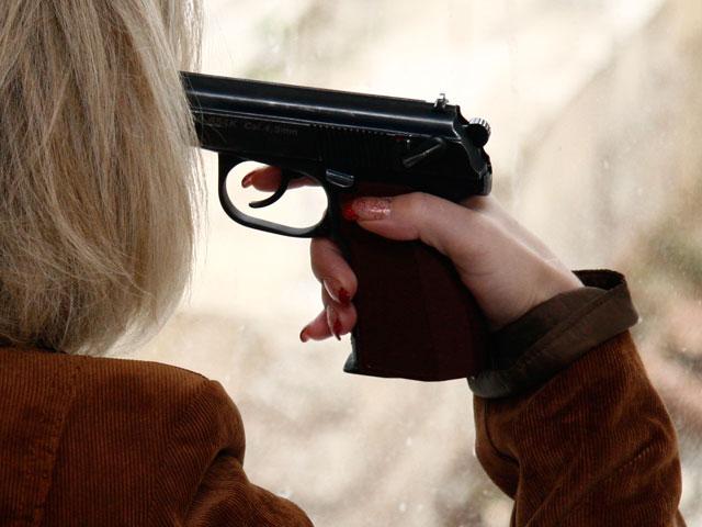 Девушка с пистолетом у виска картинки