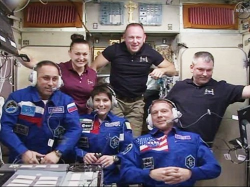 exp42_crew_greet2_blog