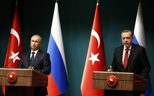 Russia's President Vladimir Putin and Turkey's President Tayyip Erdogan attend a news conference at the Presidential Palace in Ankara December 1, 2014. REUTERS/Umit Bektas (TURKEY - Tags: POLITICS)
