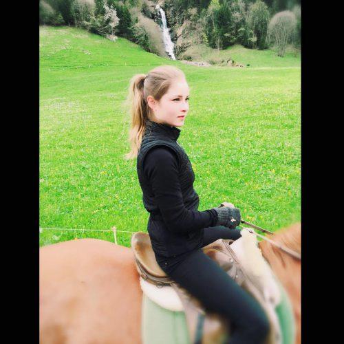 13_Липницкая верхом на лошади
