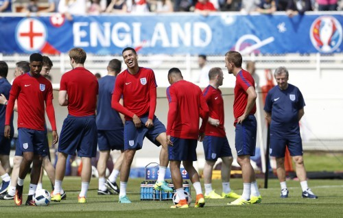 Football Soccer - Euro 2016 - England Training - Stade des Bourgognes - Chantilly - 7/6/16 - England's Chris Smalling during training. REUTERS/Lee Smith - RTSGGBB