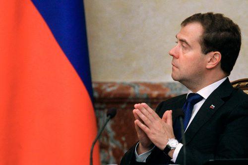 Медведев «нашел» автомобиль укаждой русской семьи