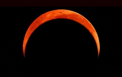 Лунное затмение окажет вредное воздействие на россиян вечером 16 сентября, - астрологи