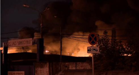 При ликвидации пожара в столице России погибли восемь пожарных