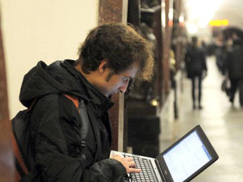 В Петербургском метро будет общедоступный бесплатный беспроводной интернет